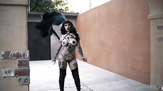 Tattooed goth teen babe Jessie Lee eats cum after a doggy publish fuck