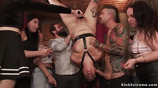 Mistress drags BBWs in pen up bar for bdsm making out