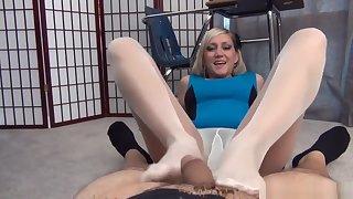 Taylor Raz Sexy Nylon Footjob
