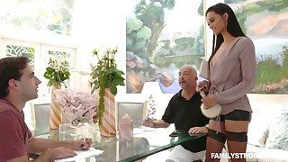 Slutty sex-appeal stepmom Gia Vendetti licks sperm from the mirror