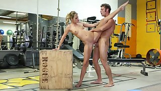 Jessa Rhodes Gags On Huge Veiny Bushwa In all directions The Gym