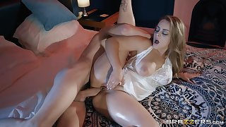 Oiled up blonde bombshell Liza Del Sierra dean and doggy fucked