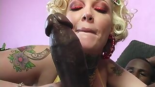Sweets Monroe's cuckold licks her creampied pussy after she fucks