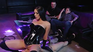 After striptease Rachel Starr gets the brush pussy pleased hard by the brush client