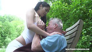 Lusty forest demiurge Ava Baneful provides old cock near to date BJ in 69