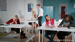 Amber Jade spreads her legs for eternal friend's cock greater than the table