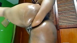 Latina fists her BBW ass on the top of cam