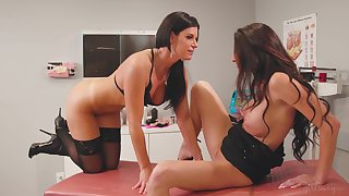 Magnificent oral seduction between two liberality MILFs