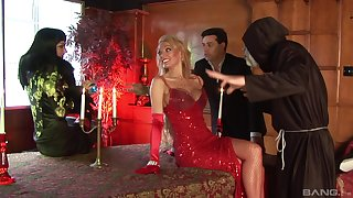 Glamour wife Sabrina Sweet invired over her friends for a group sex