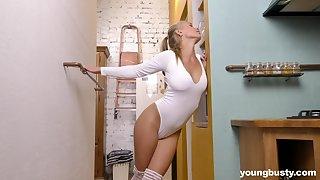 Awesome busty babe Darina Nikitina feels happy often lifetime she inserts toy into slit