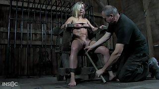 BDSM queen Dia Zerva deserves some kinky pussy masturbation