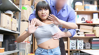 Guard bang and squelch huge-chested Latina after stealing