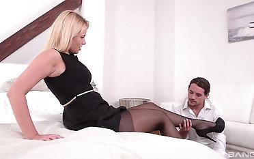 Milf Nikki Dream treats her partner with fabulous sexy footjob